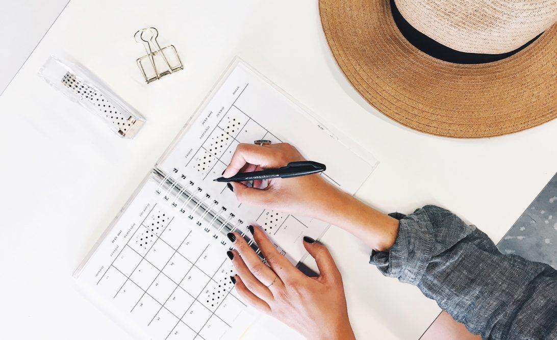 En vacances ou au travail, l'été est l'occasion d'agir pour faire avancer ton business. Article de blog + liste d'idées à télécharger #jaimelapaperasse #microentreprise #autoentrepreneur #entrepreneuriat